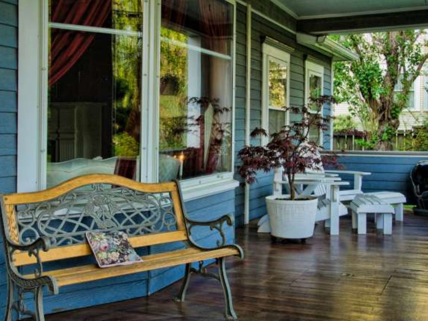 A dining room table in front of a building at Maxwell House Bed & Breakfast.