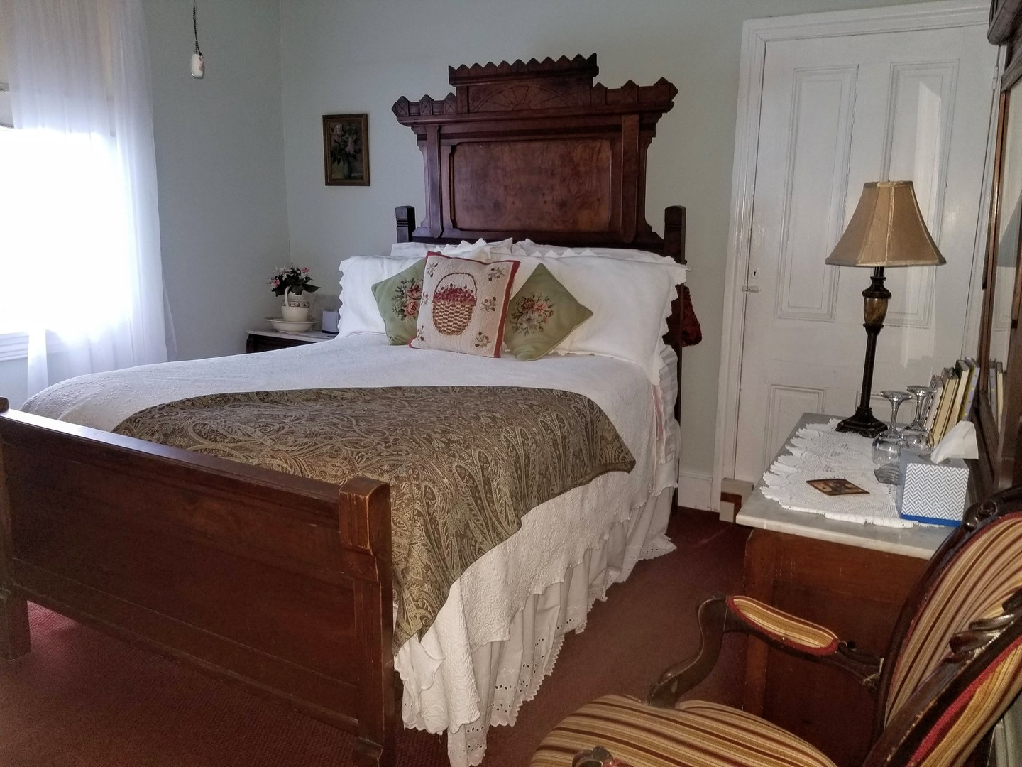 A bedroom with a bed and desk in a room at Twin Gables.