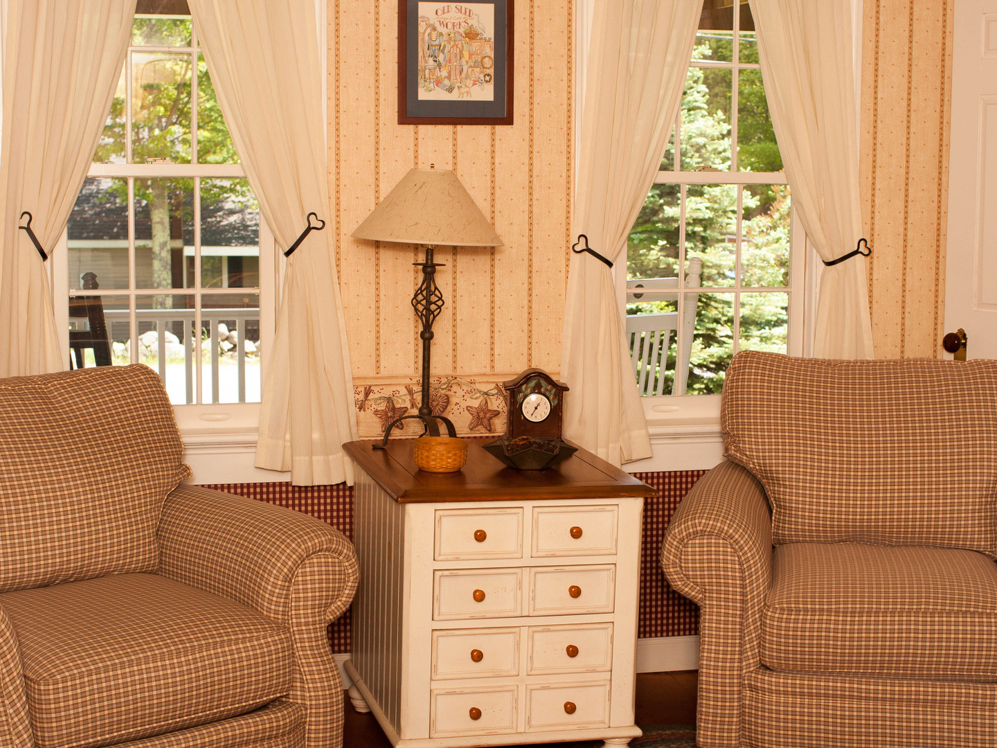 A living room filled with furniture and a window at Pleasant View Bed & Breakfast.