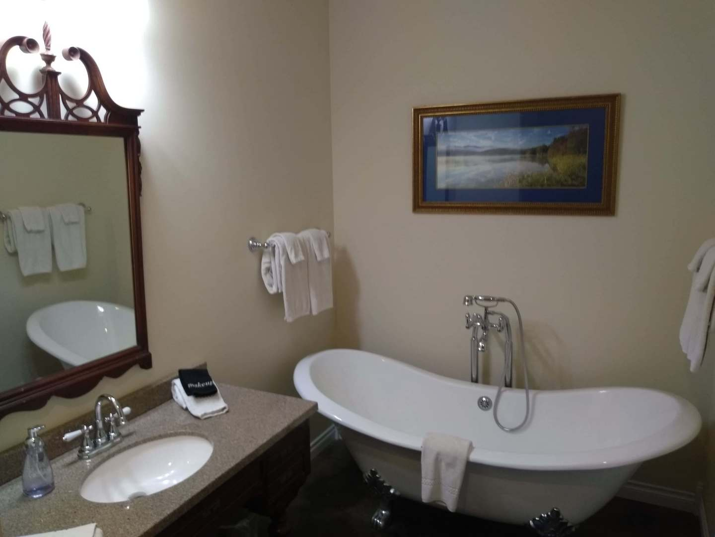A sink and a mirror at Swantown Inn & Spa.