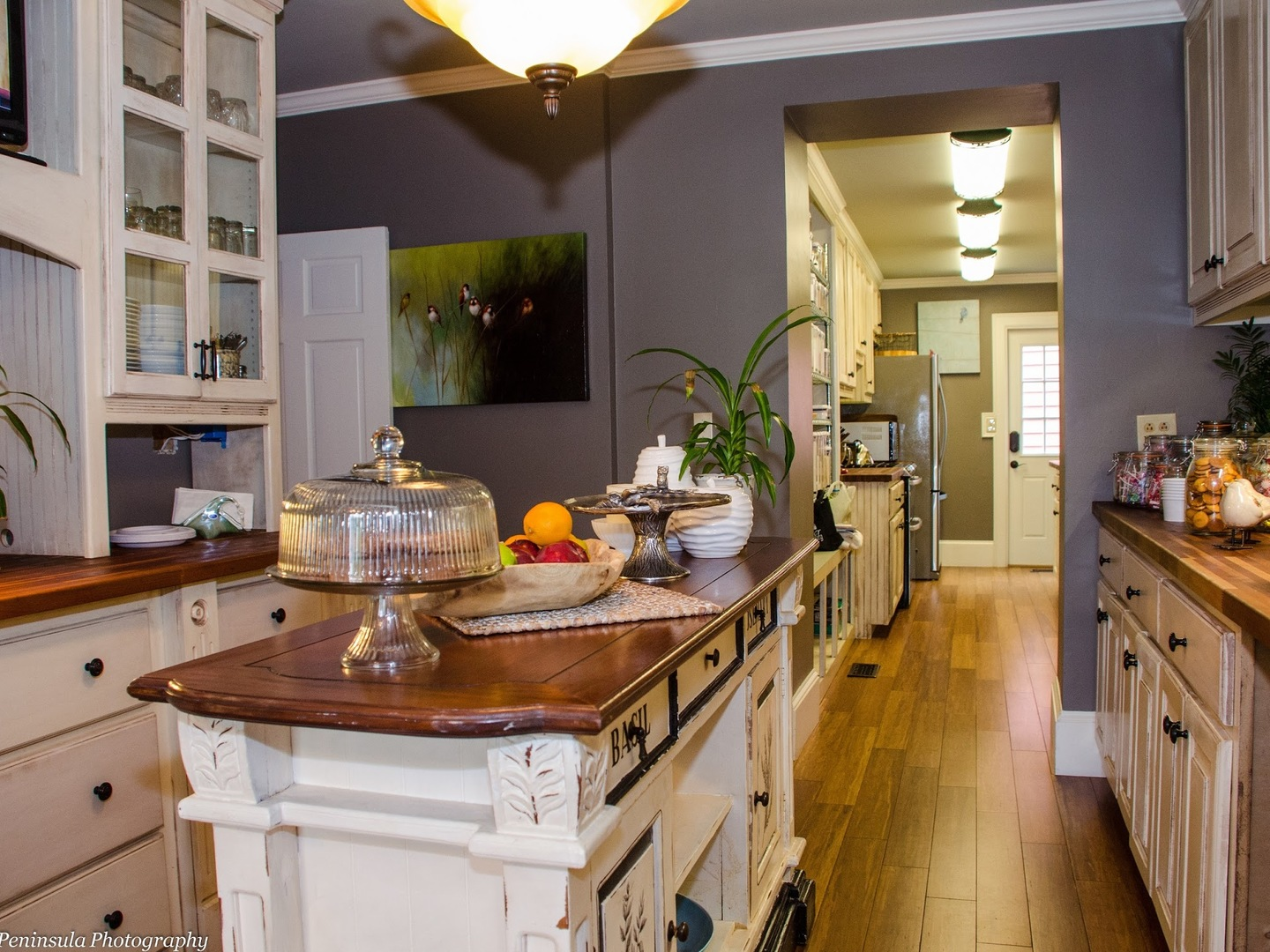 A kitchen filled with lots of counter space at Williamsburg Manor Bed & Breakfast.
