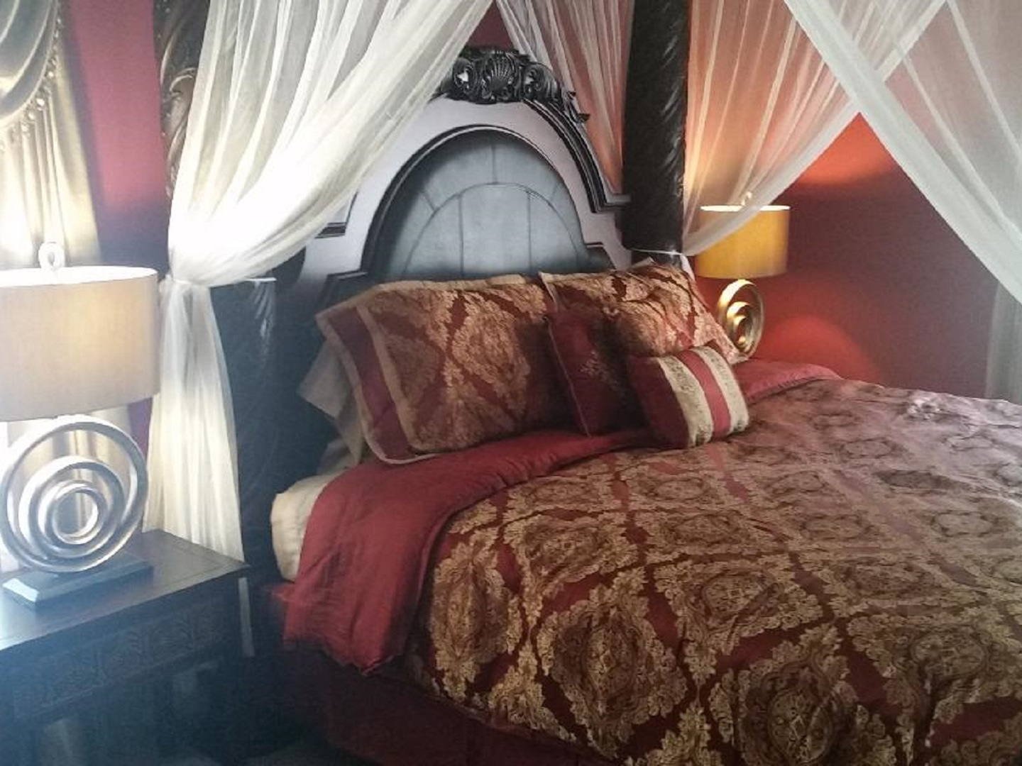 A bedroom with a large bed in a room at Stockbridge Lakes Bed & Breakfast.