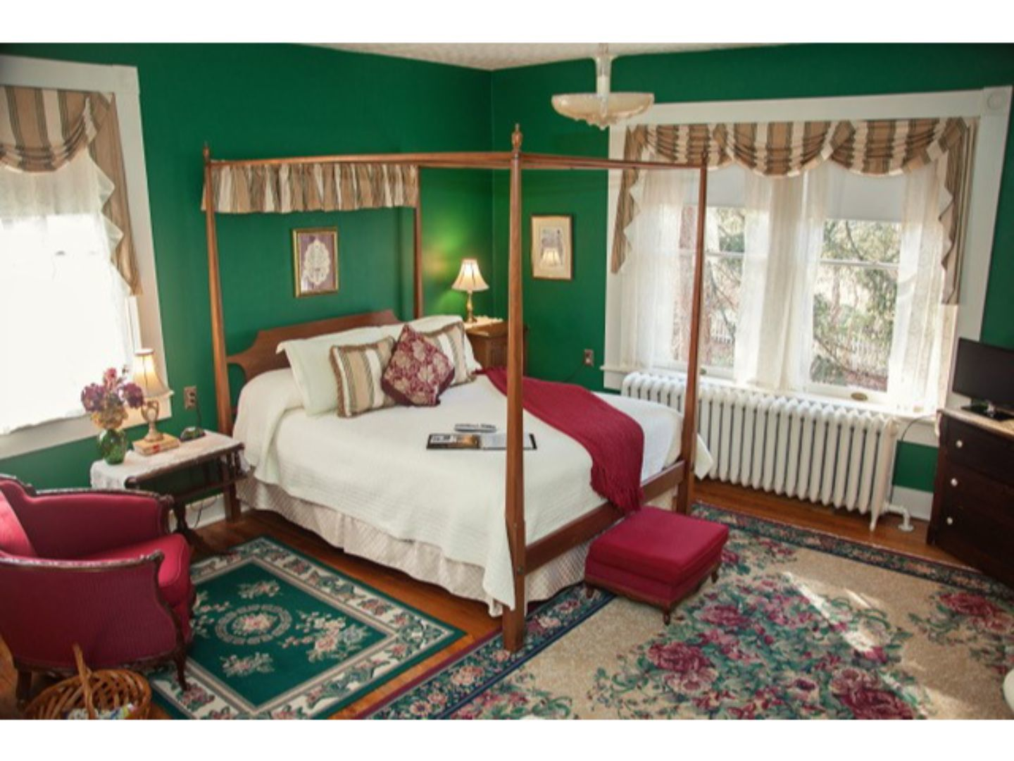 A bedroom with a red rug at The Carriage Inn Bed and Breakfast.