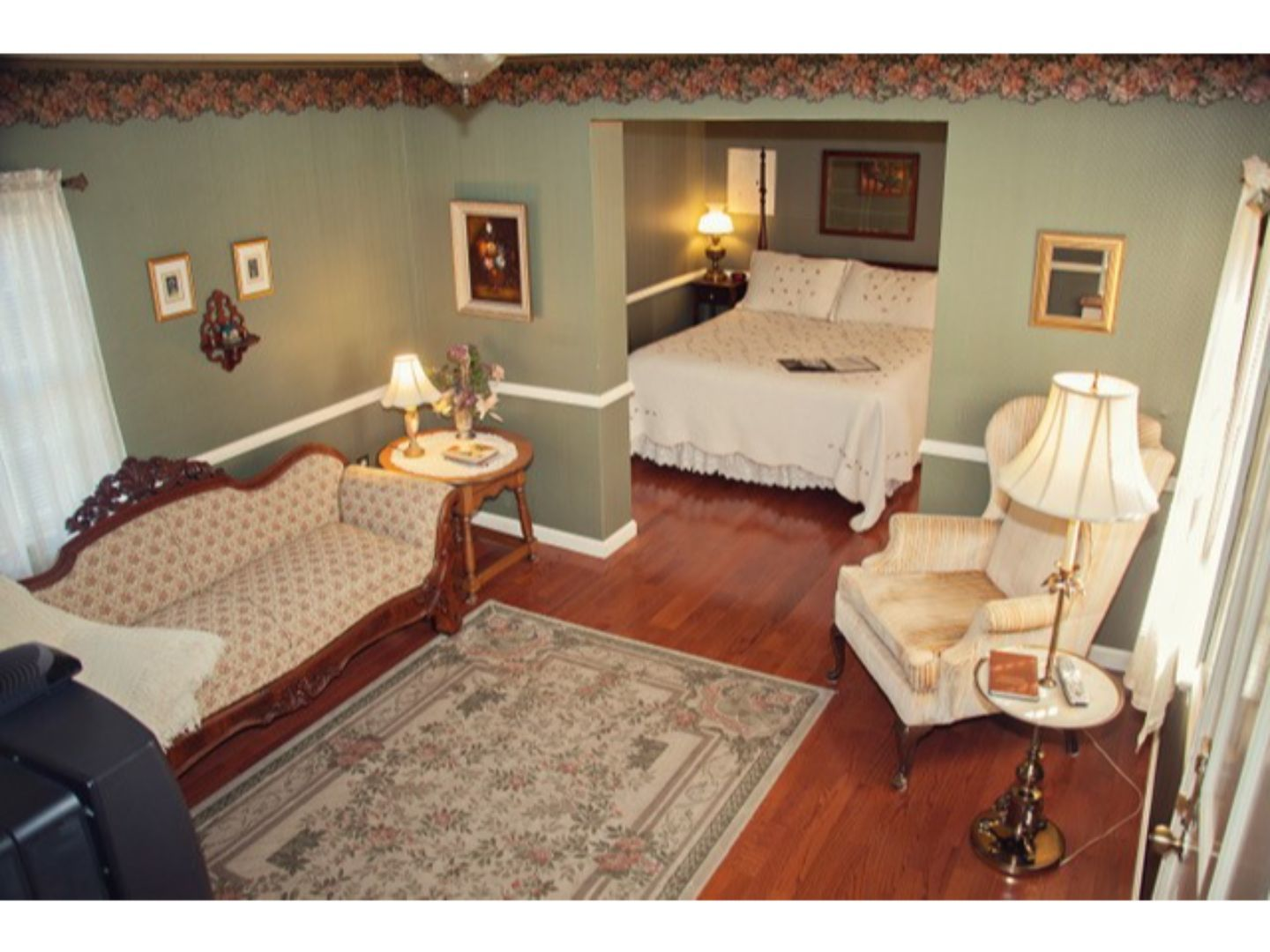 A living room at The Carriage Inn Bed and Breakfast.