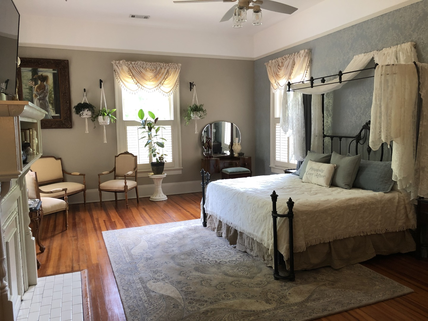 A bedroom with a large bed in a room at Heritage House Lodging & Events.
