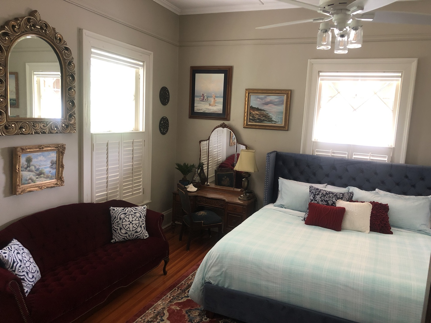 A bedroom with a large bed in a hotel room at Heritage House Lodging & Events.