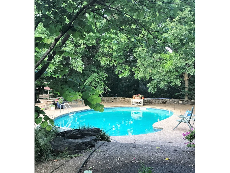 A large pool of water at The Inn at Bella Vista.