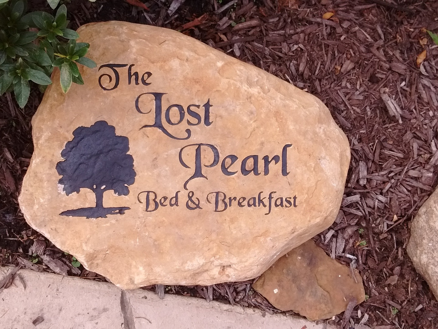 A sign on a rock at The Lost Pearl Bed and Breakfast.
