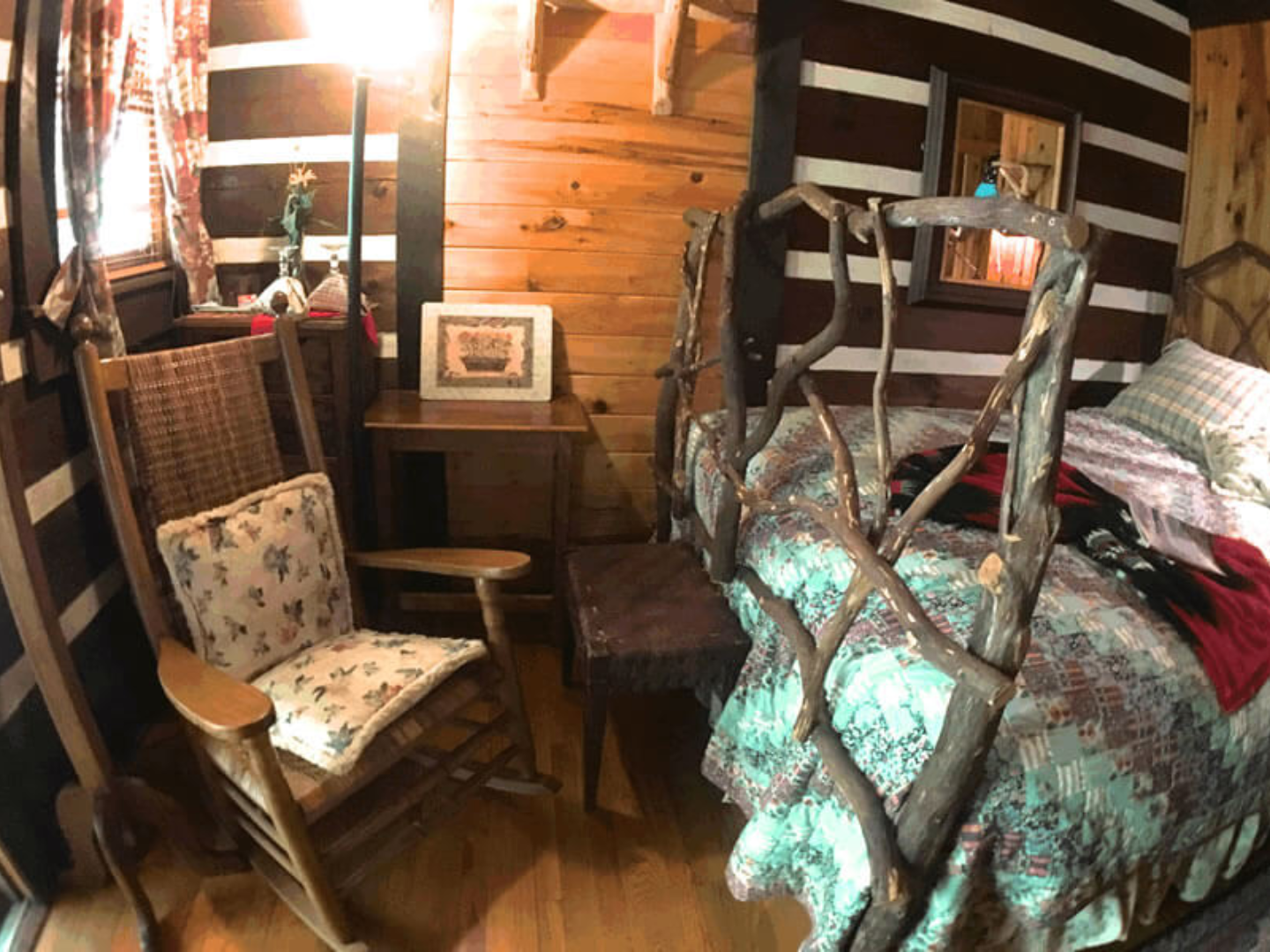 A living room filled with furniture and a fireplace at Creekwalk Inn and Cabins.