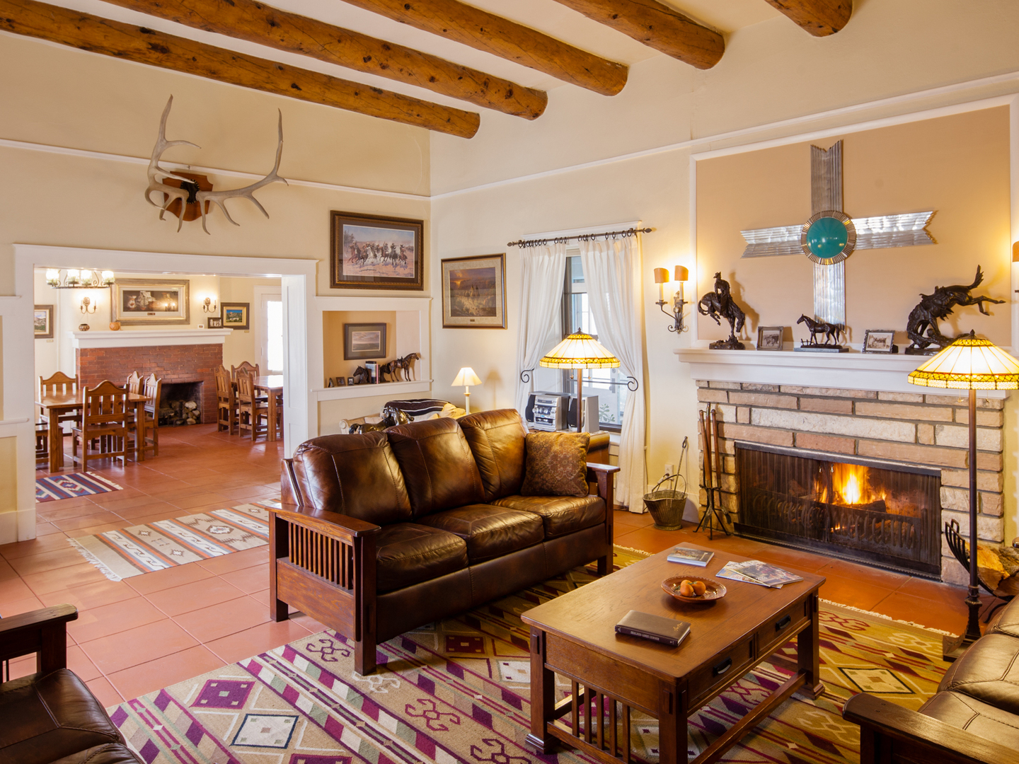 A living room filled with furniture and a fire place at Casa del Gavilan Historic Inn.