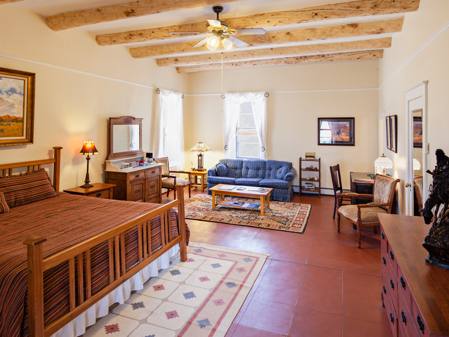 A living room filled with furniture and a fireplace at Casa del Gavilan Historic Inn.