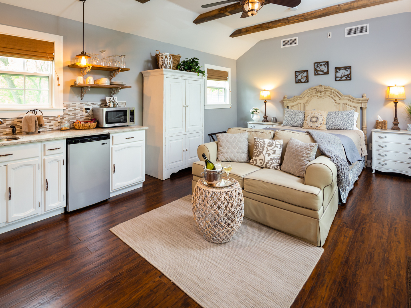 A living room filled with furniture and a wood floor at Airwell Bed and Breakfast.