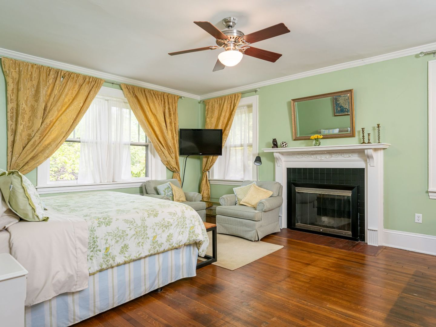 A bedroom with a large bed in a room at Sweet Biscuit Inn.
