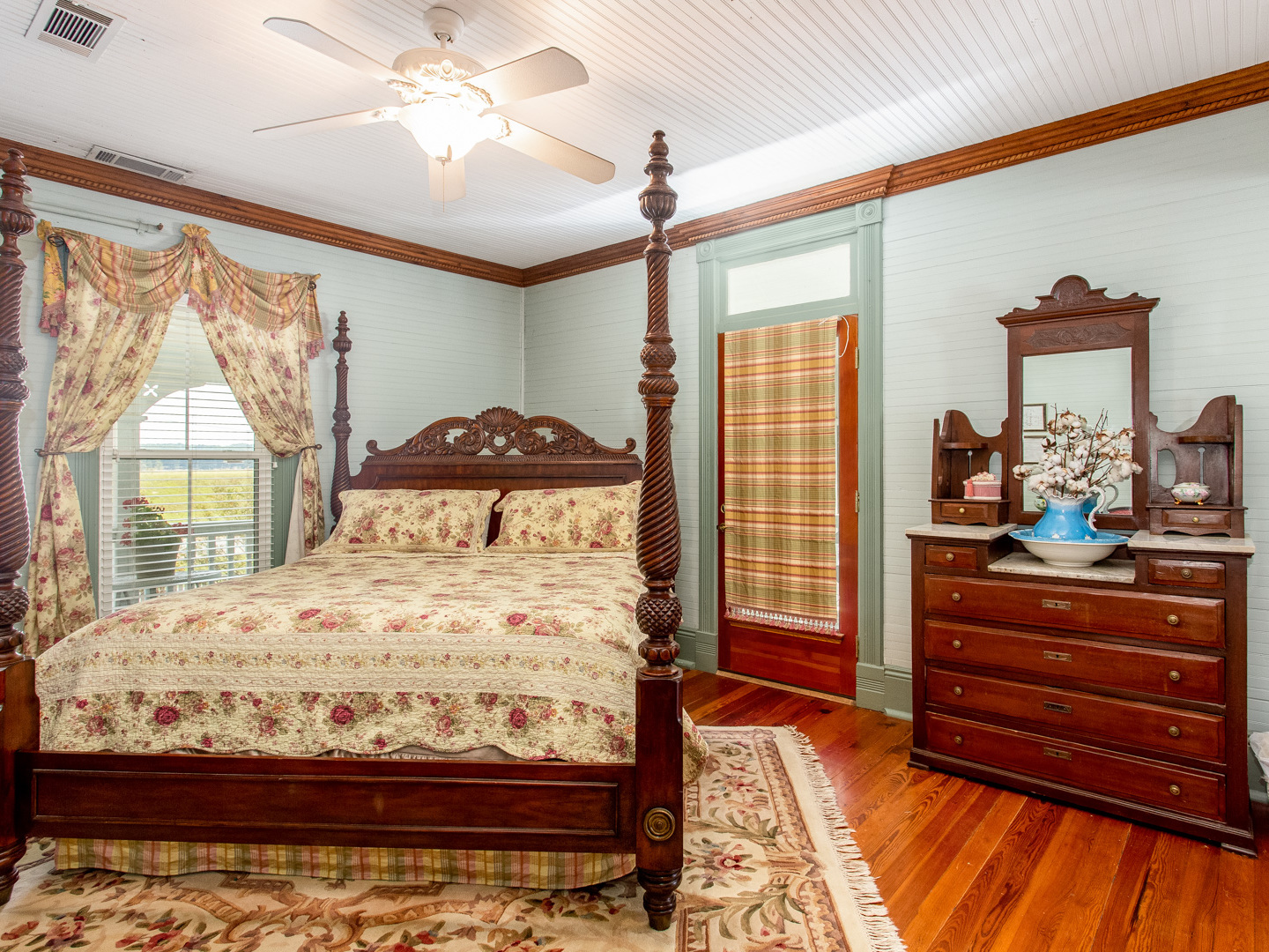 A bedroom with a bed in a room at Lake Allatoona Inn.