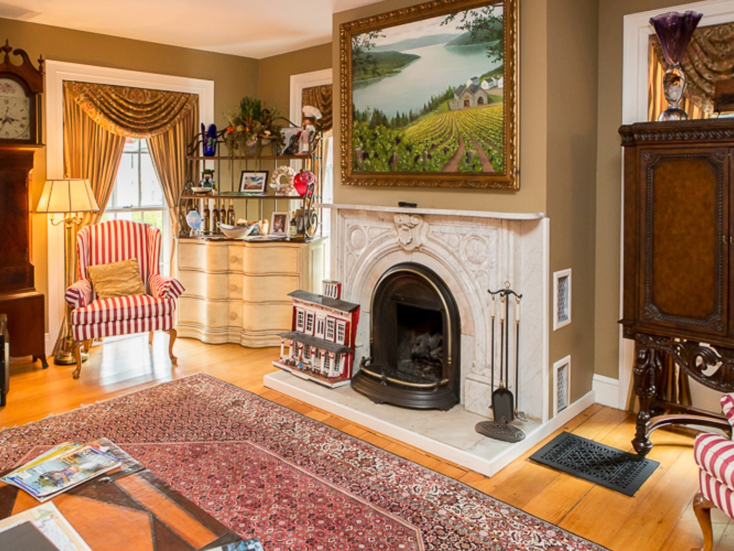 A living room filled with furniture and a fire place at Monier Manor.