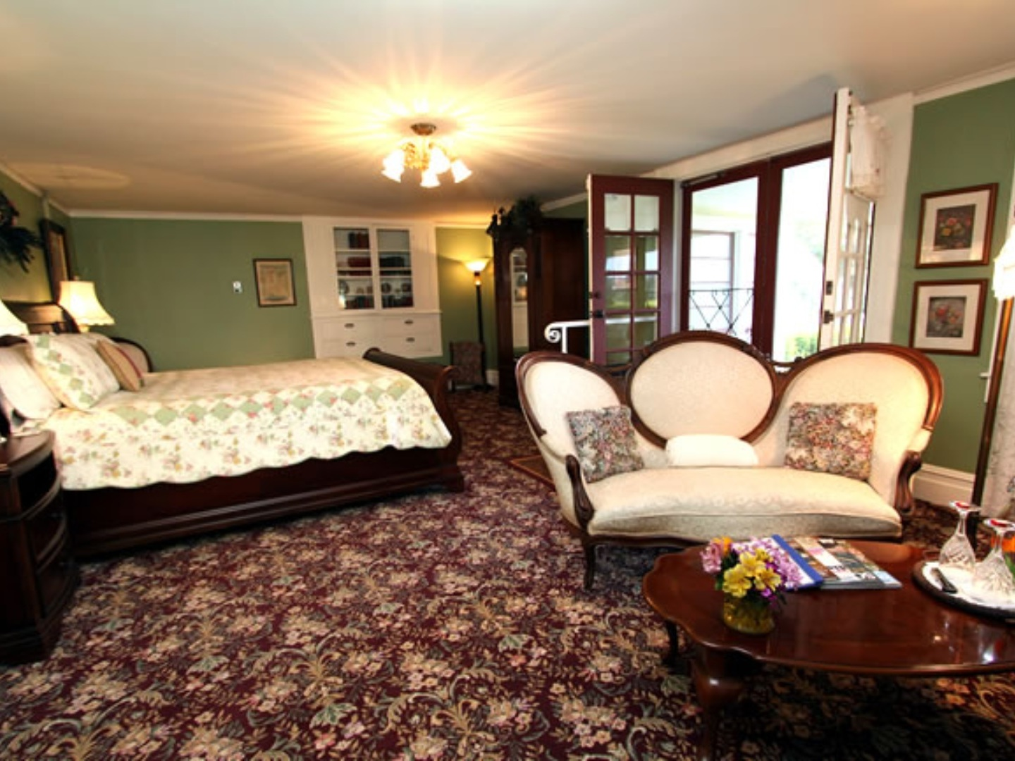 A living room filled with furniture and a flat screen tv at Raford Inn.