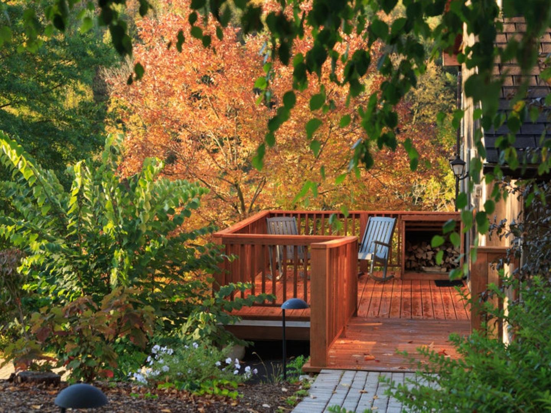 A bench in a garden at Glasbern.