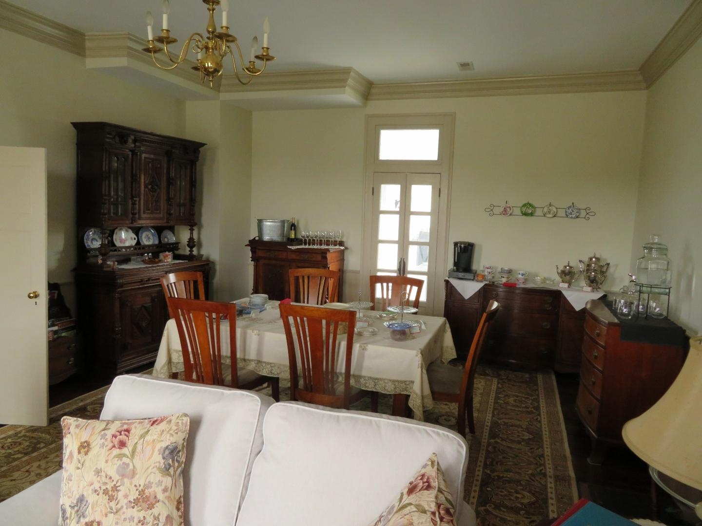 A living room filled with furniture and a bed at Cider House Bed and Breakfast.