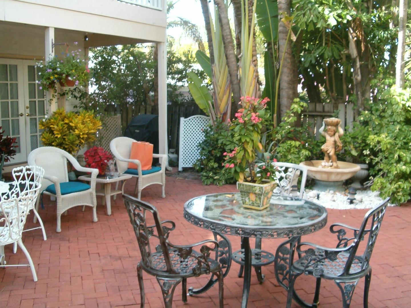 A dining table at Sabal Palm House Bed and Breakfast Inn.