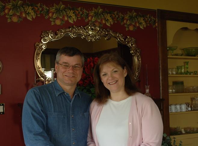 Jaynee and Guy Straw Innkeeper Photo