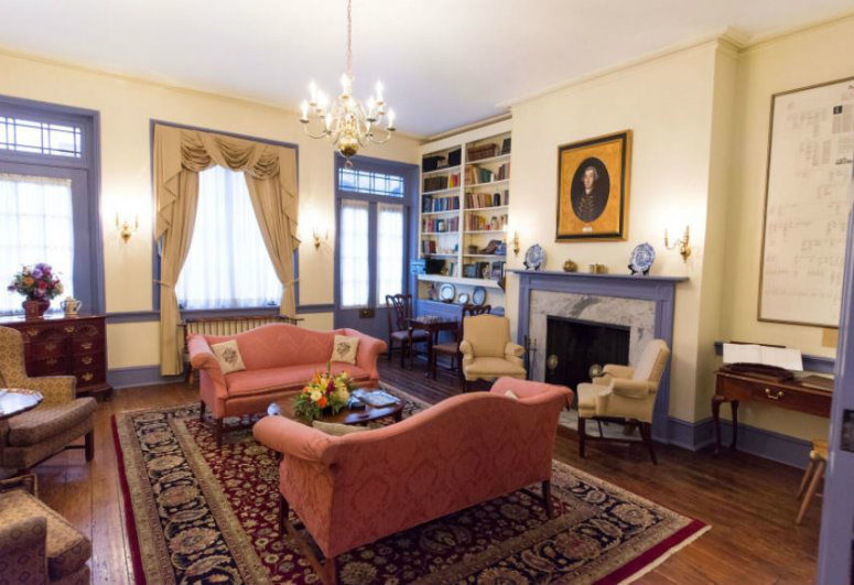 A living room filled with furniture and a fire place at Thomas Bond House.