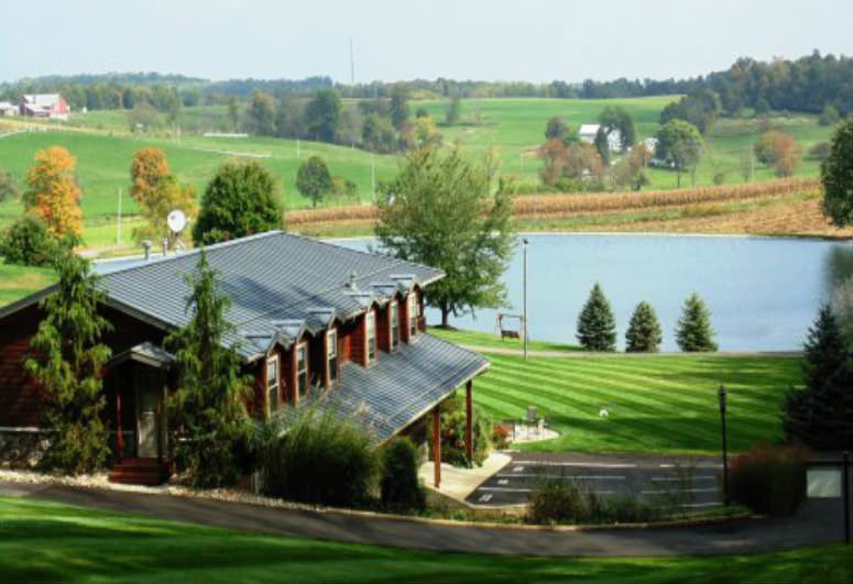 A view of a park at Sojourner's Lodge & Log Cabin Suites.
