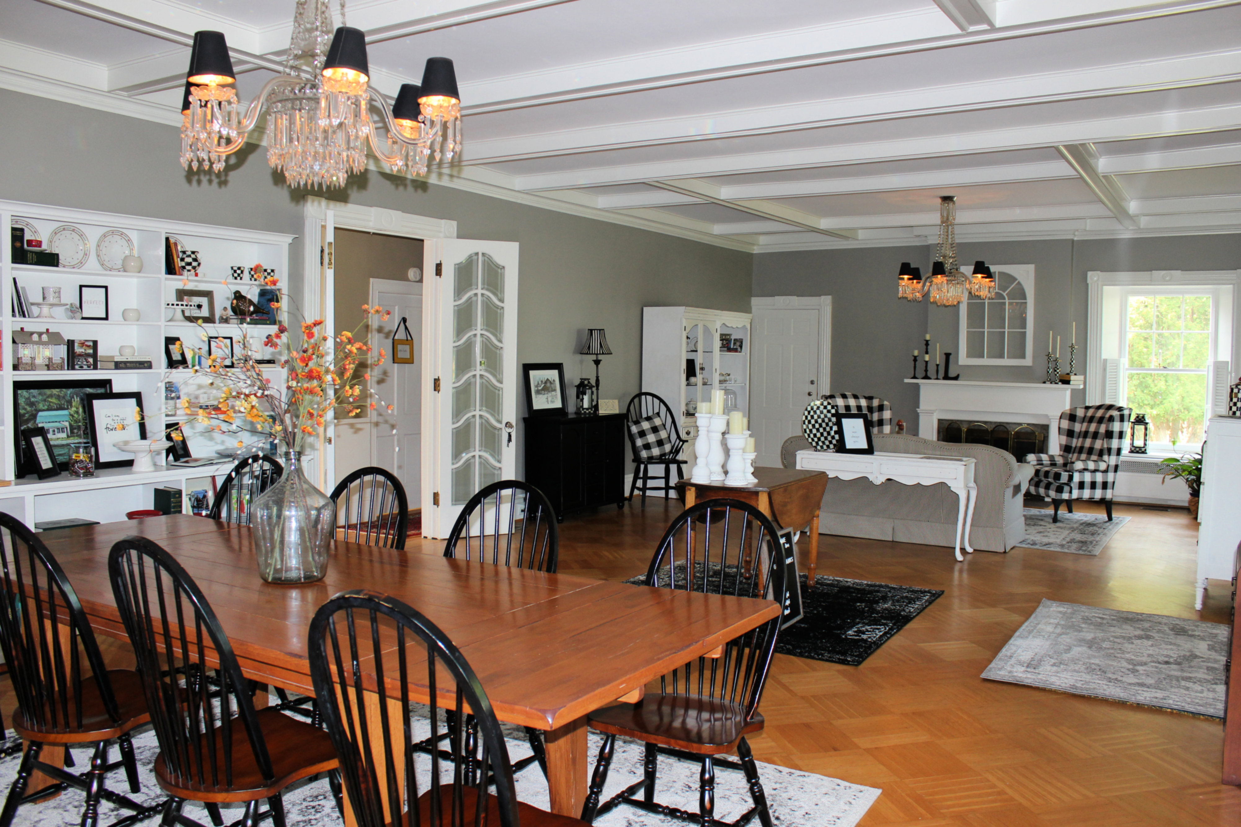A dining room table at Kathleen LoVerde.
