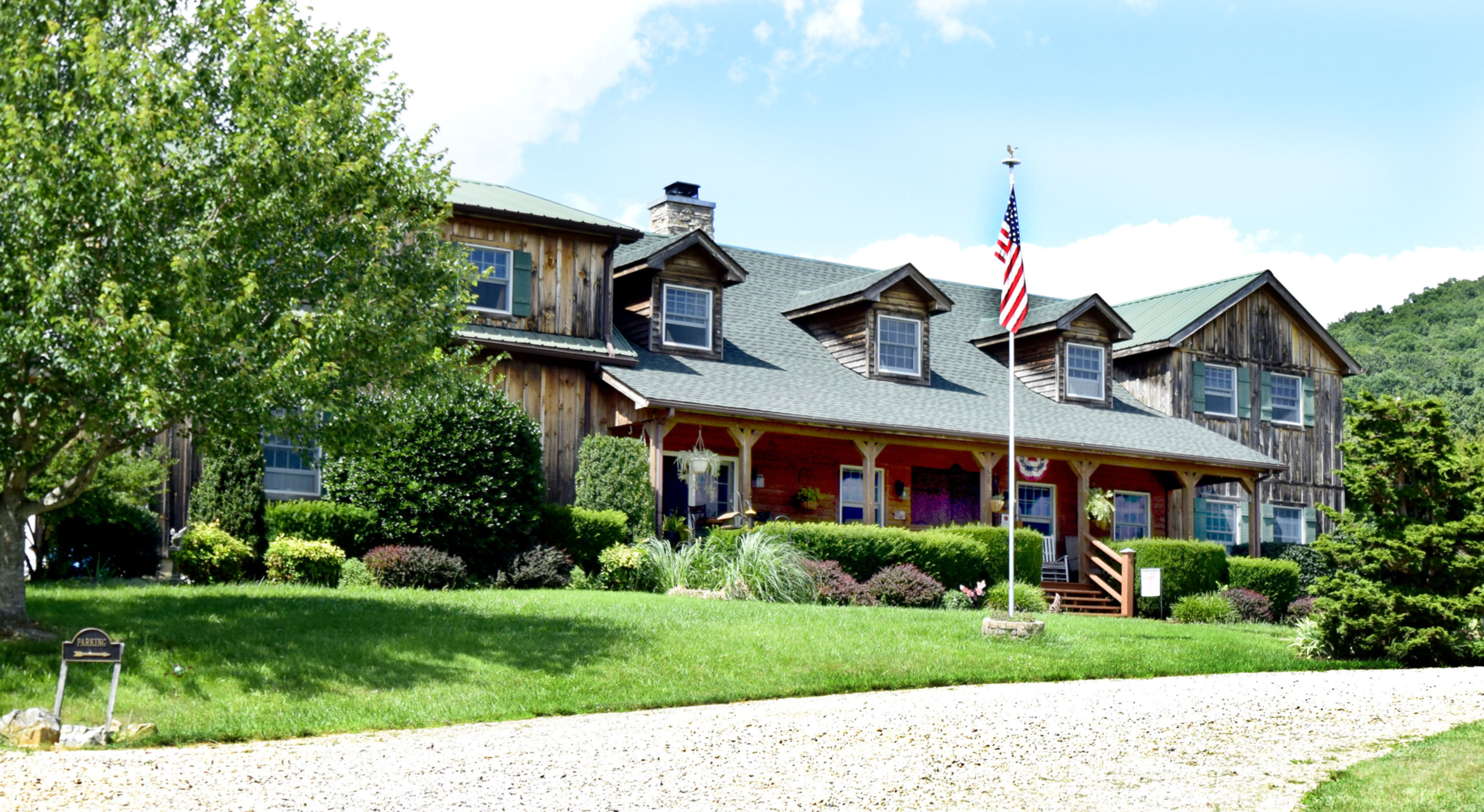 A large lawn in front of a house at Fox Hill Bed & Breakfast Suites.
