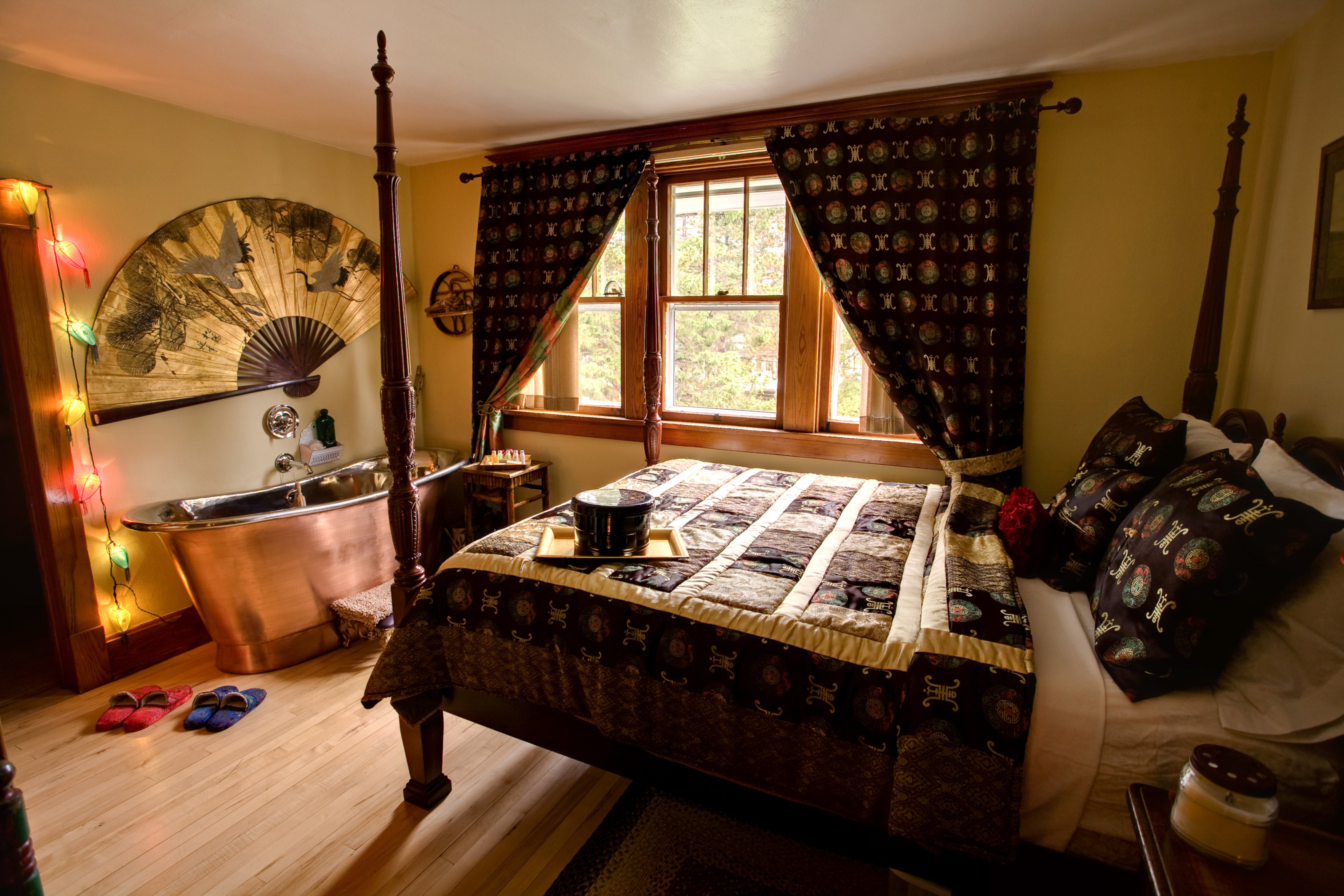A living room with a bed and a fireplace at Cobblestone Bed and Breakfast.
