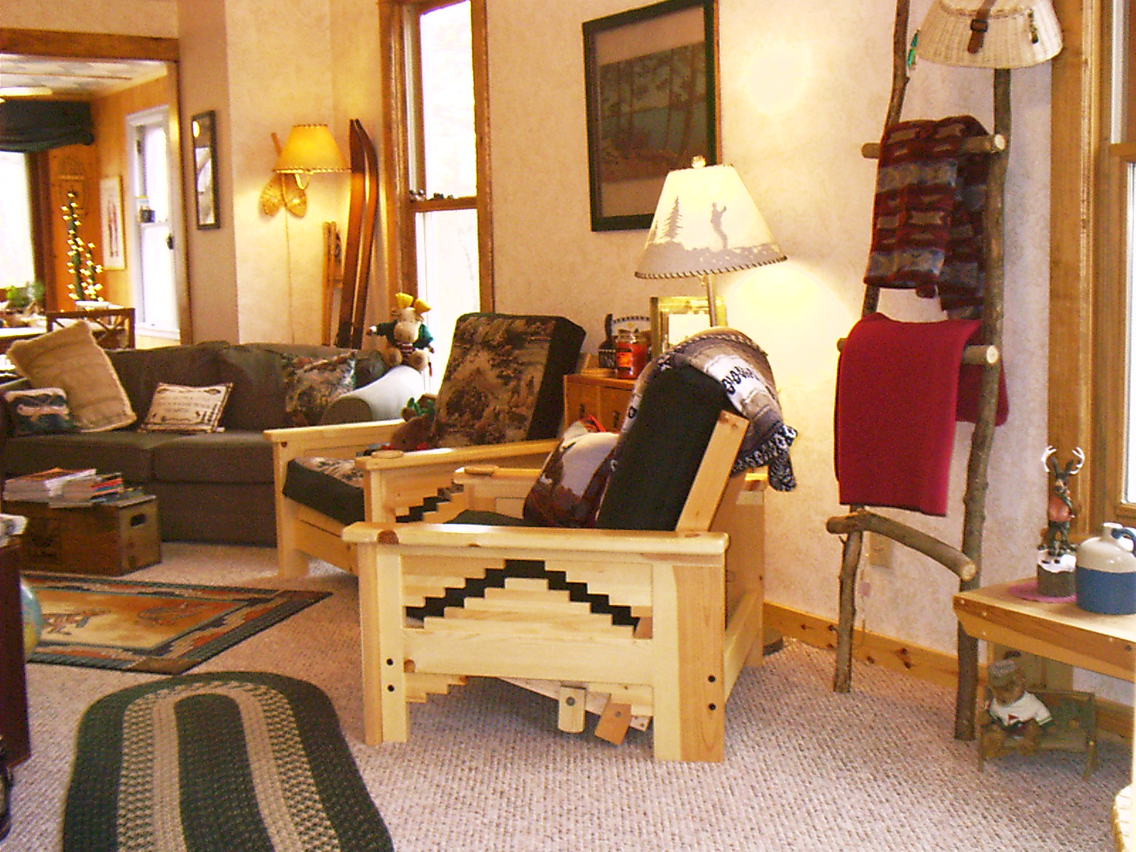 A living room filled with furniture and a fire place at Kinni Creek Lodge and Outfitters.