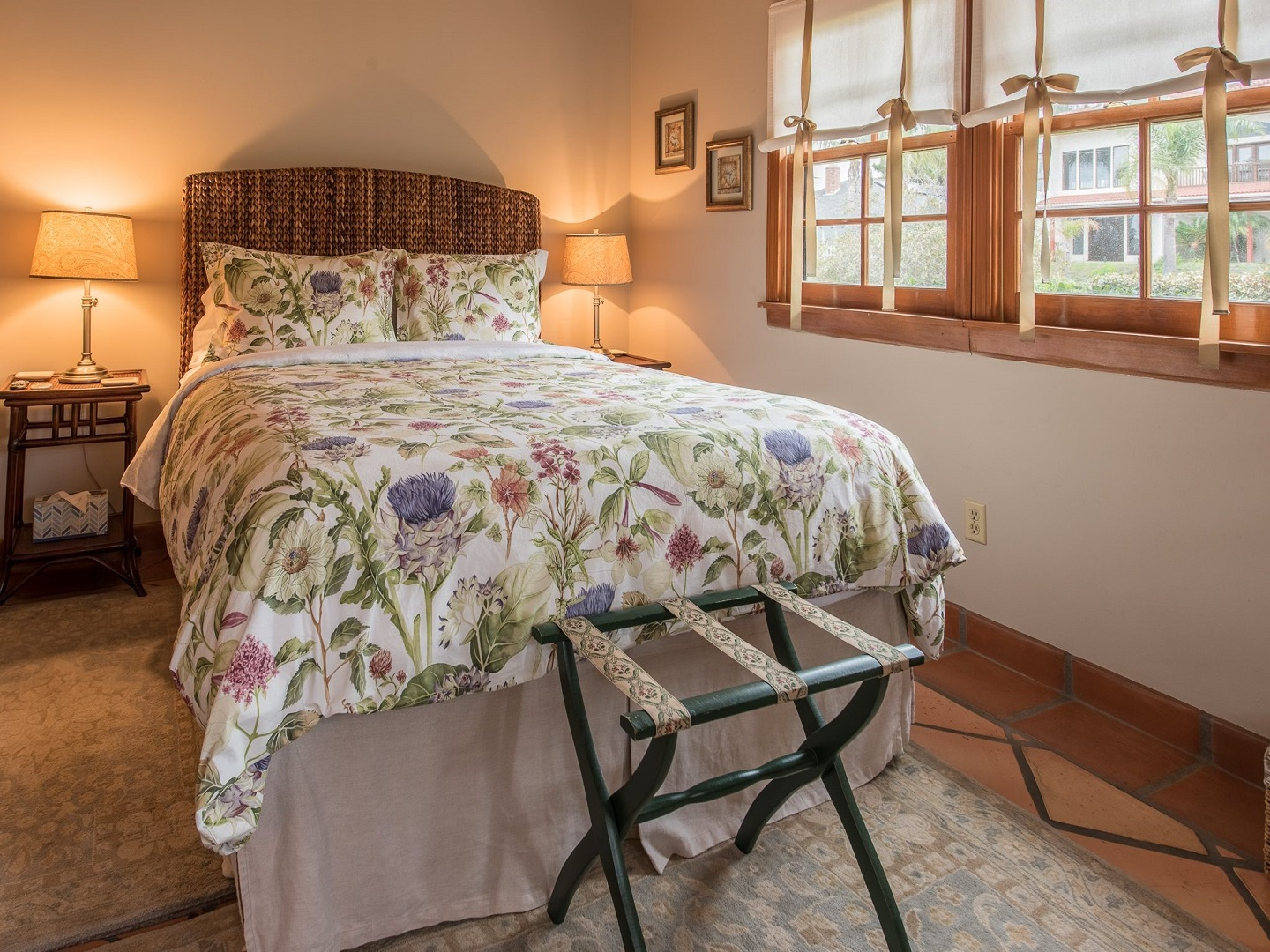 A double bed in a room at Kate Stanton Inn Encinitas.