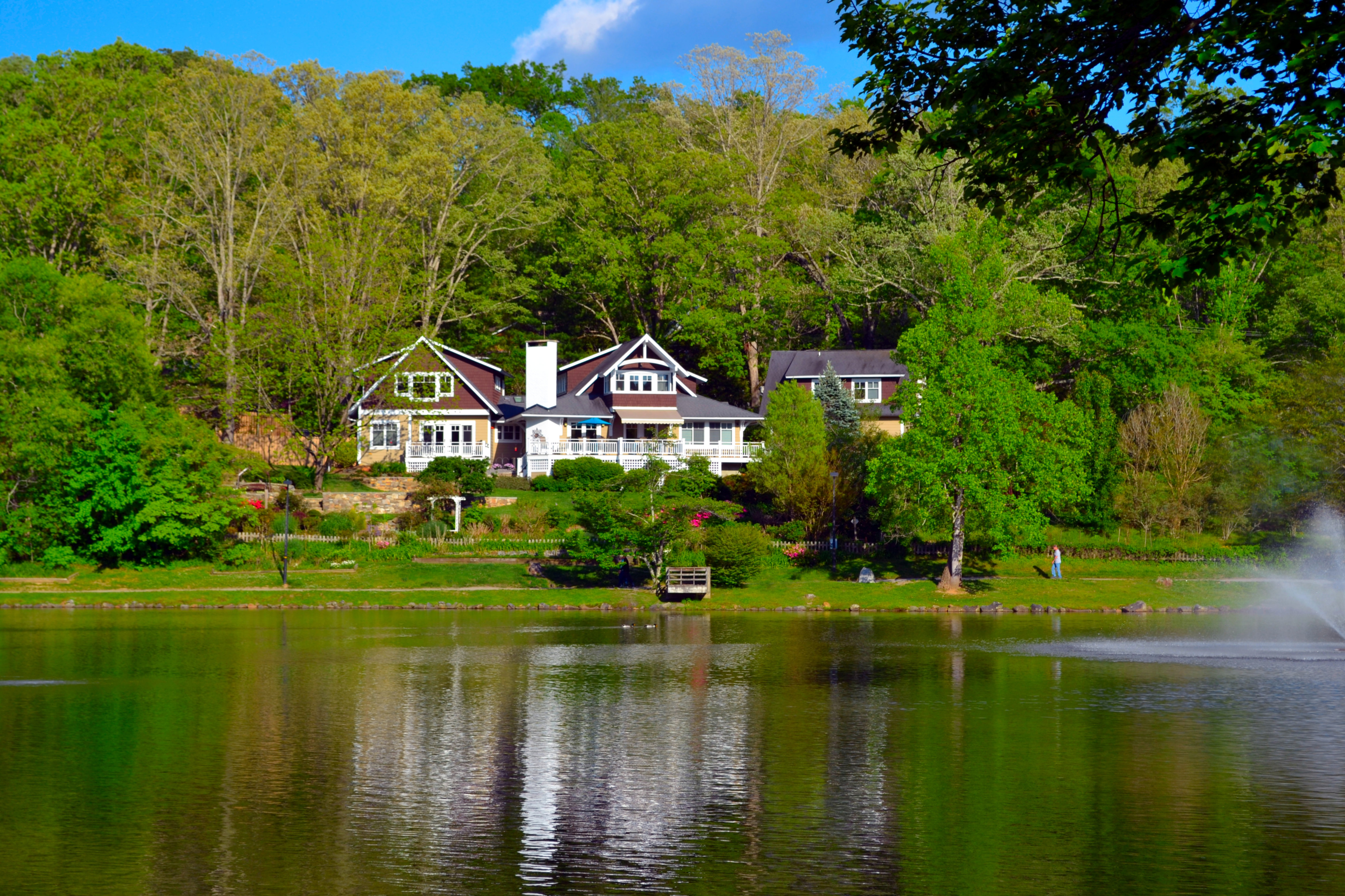 A small house in a body of water at Arbor House of Black Mountain Bed and Breakfast.