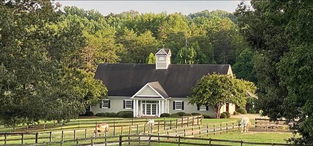 Barking Fox Farm Guest House Bed & Breakfast