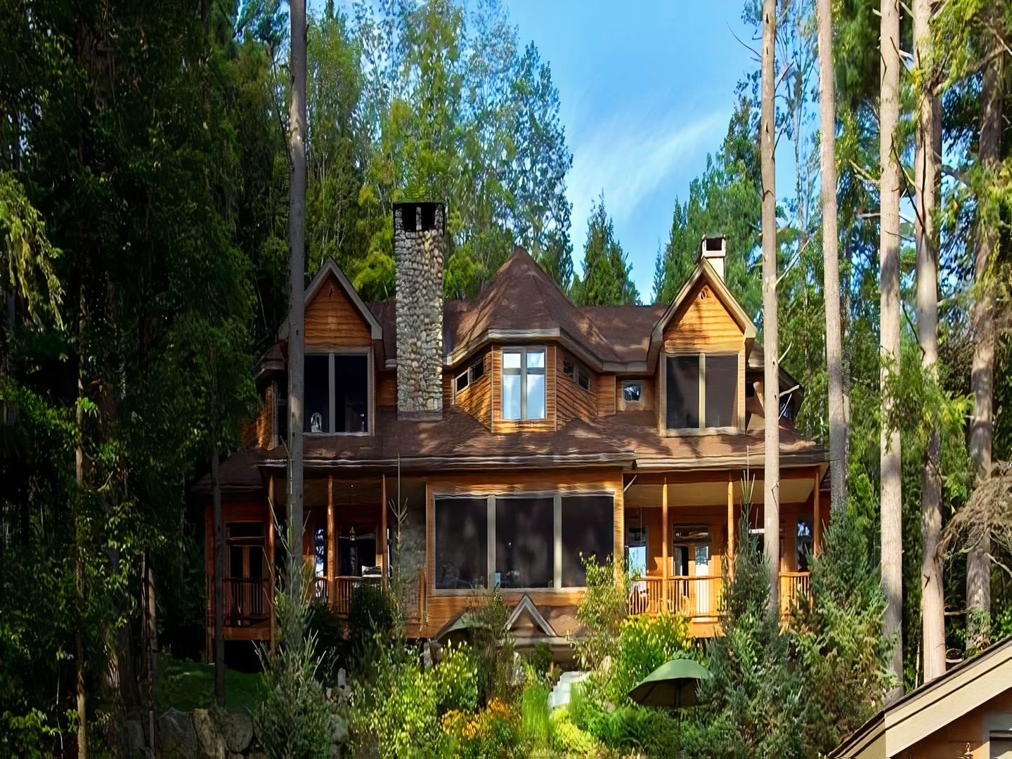 A house with trees in the background at The Fern Lodge.