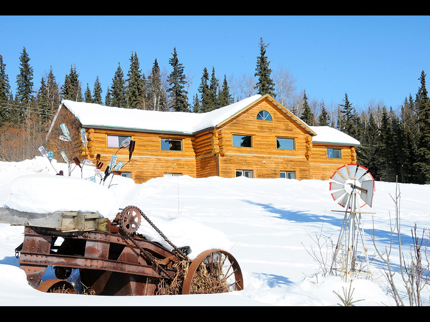 A house in the snow at A Taste of Alaska Lodge.