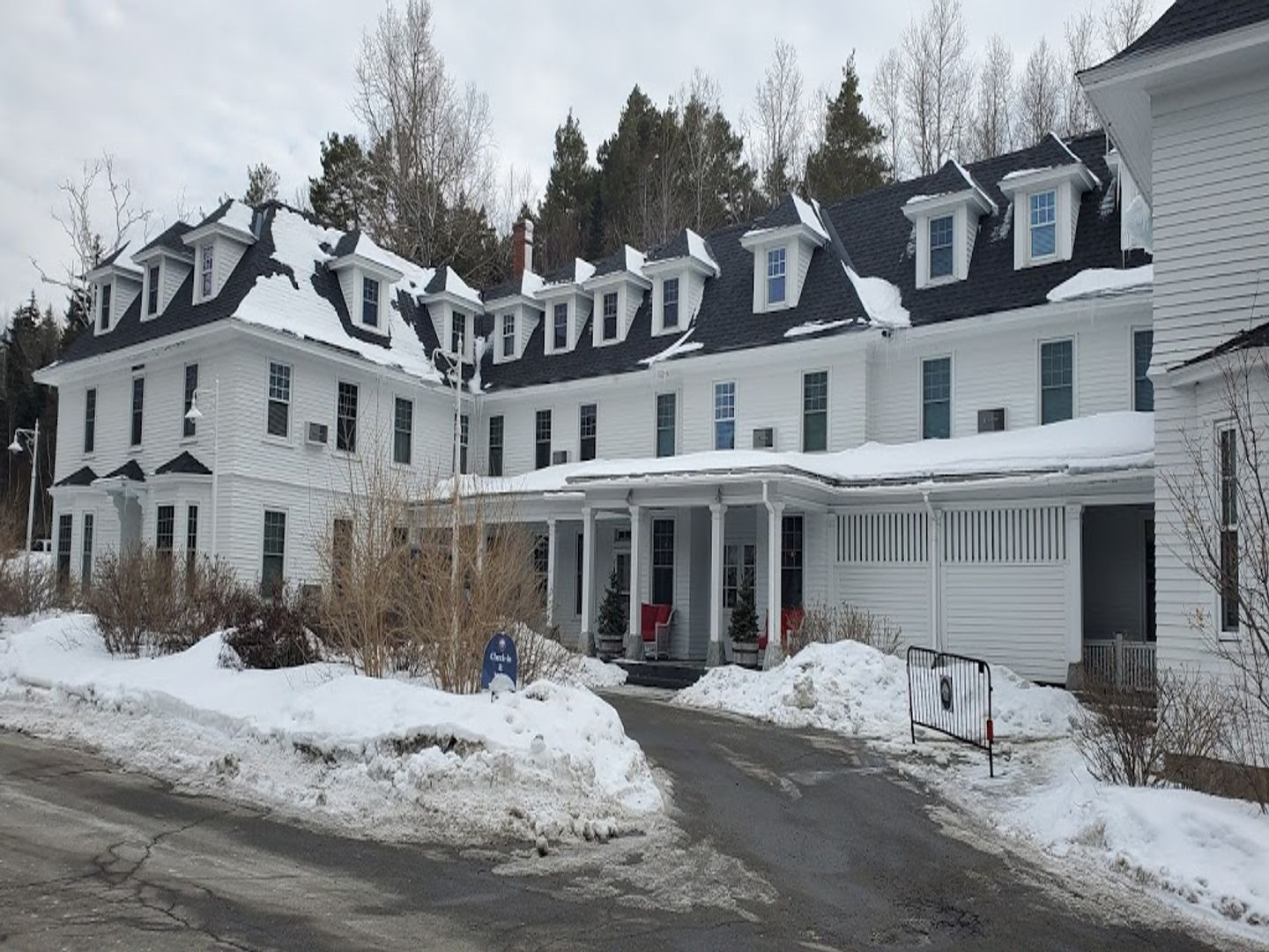 A house covered in snow at Omni Bretton Arms Inn At Mount Washington.