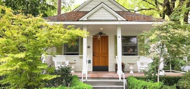 The Cottage Grove Inn