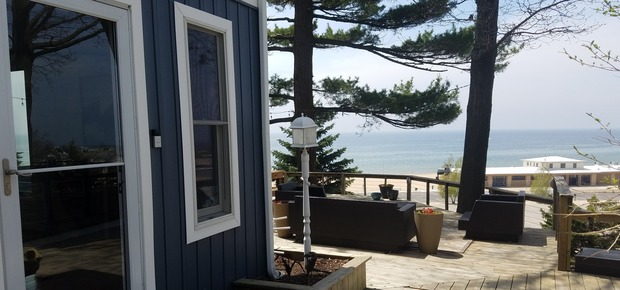 Looking Glass Beachfront Inn