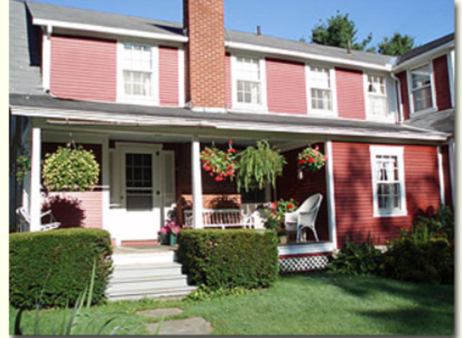 A brick building at Mountain View Inn.