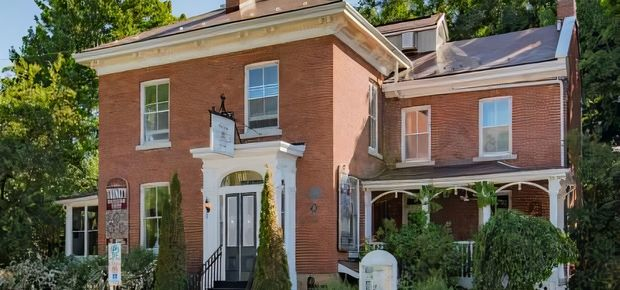 Frontenac County, ON, Canada Bed and Breakfast