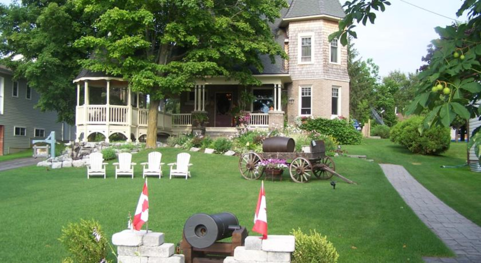 A large lawn in front of a house at Creighton Manor Inn Bed & Breakfast.