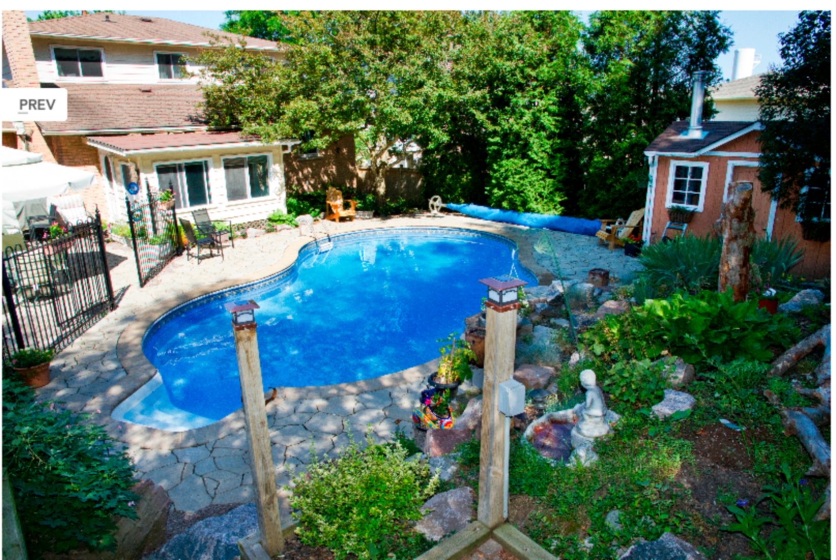 A house with a pool at Heath Haven Bed and Breakfast.