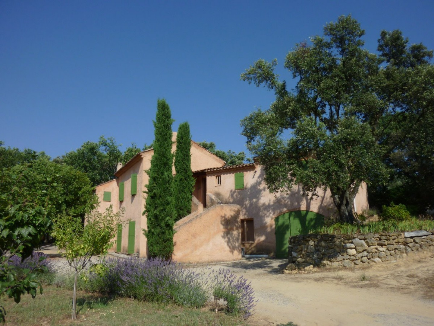 A house with bushes in the background at Les chênes verts.