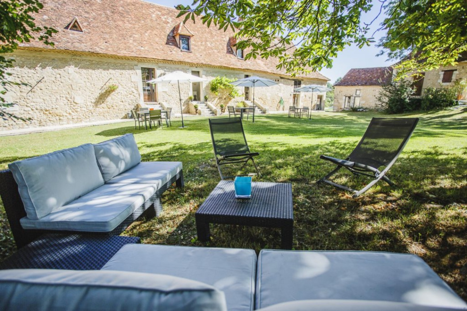 A couple of lawn chairs sitting on top of a picnic table at Clos des Pélissous.