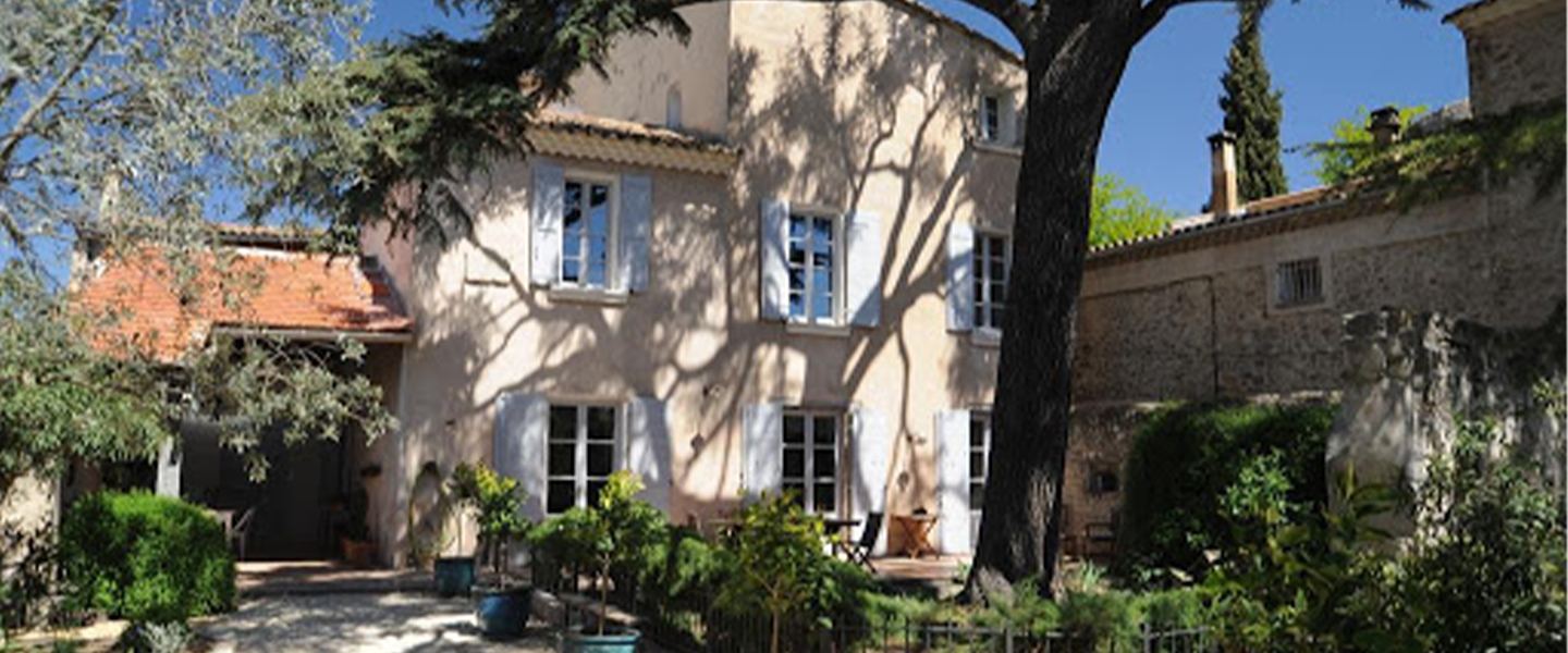 A tree in front of a building at Le Jardin de Mazan.
