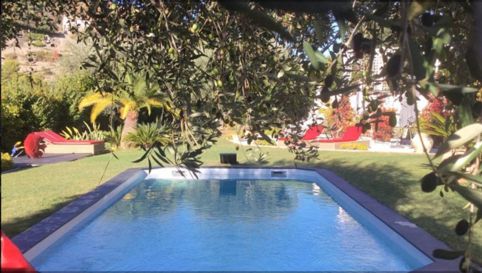 A person in a pool at Mas de Provence en Riviera.