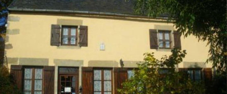 A view of a building at Haras de Kenmare.