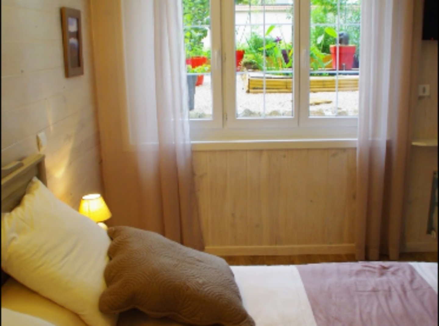 A bedroom with a bed and a window at Le relais de Grange Blanche.