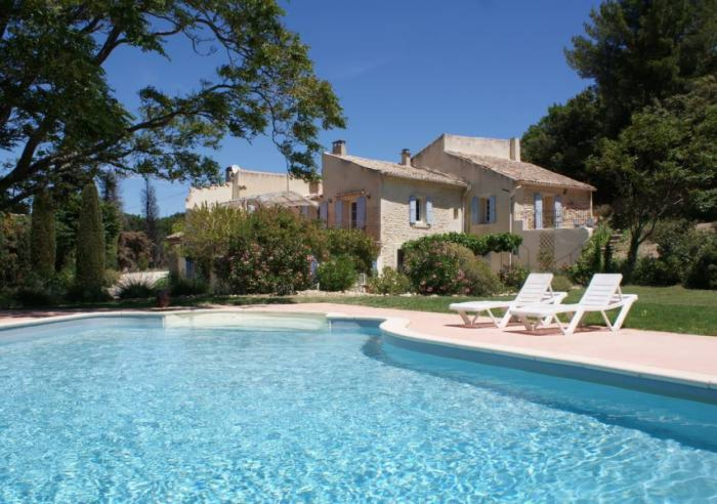 A small house in a pool of water at les romarins.
