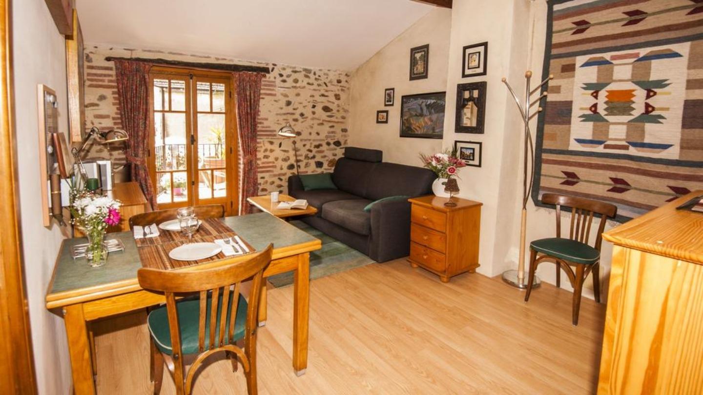 A dining room table at Ma chambre d'hôtes à Rivesaltes.